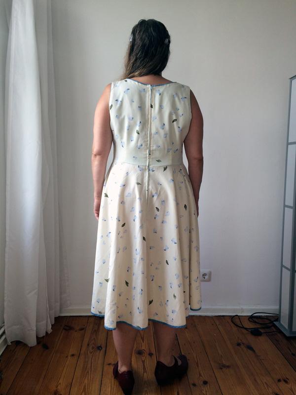 Damenkleid 1